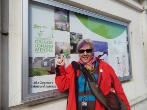 Yo en la cartelera del Museo de Mendel para Blog